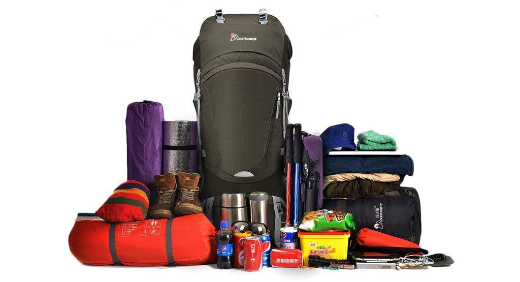 lo que llevas dentro de la mochila de camping